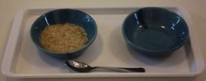 Exercice plus difficile : Verser du riz avec une cuillère