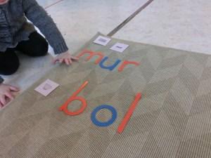 Lecture composer des mots avec l'alphabet mobile