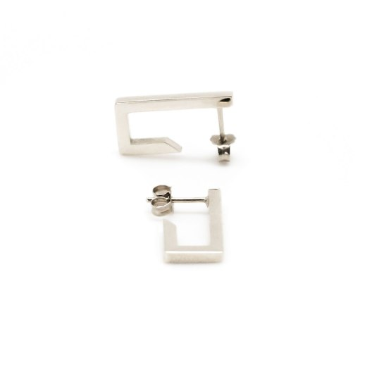 Mind The Gap short silver earrings
