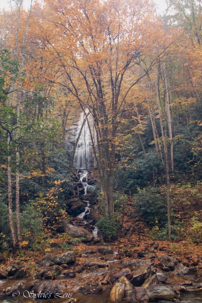Side waterfall before you reach High Falls