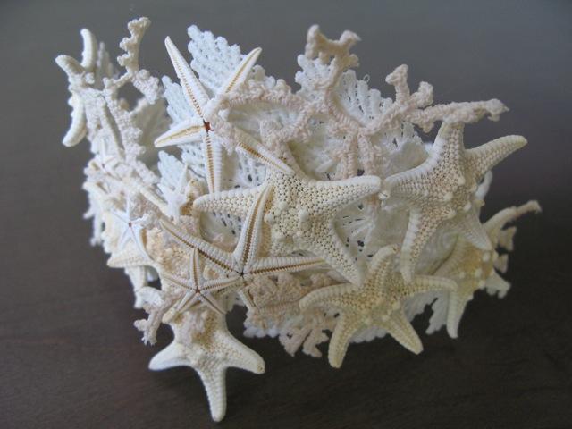 Tiare en étoiles de mer signée Valérie King