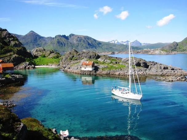 Mina2 at Aesoya – one of the lovely anchorages of Lofoten
