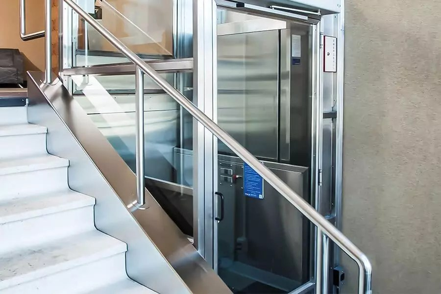 Vertical platform lift in commercial setting