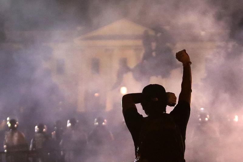 Αλληλεγγύη στην εξέγερση στις ΗΠΑ.