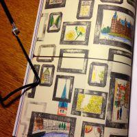 ハヤテノコウジ作品:デンマーク旅行の思い出スナップをイラスト化。フレームは消しゴムはんこで作成した。(提供先:旅行雑誌「TRUNK」)