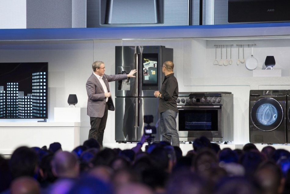 CES2019_Samsung_Press__Conference_Familly_Hub_2019_Connected_Home_Demo-1024x683 (1).jpg