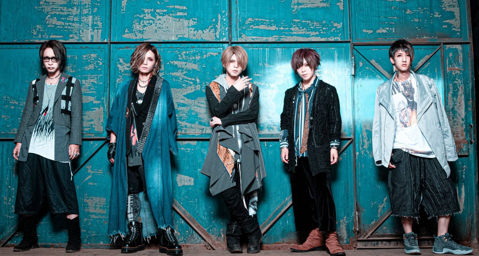 Visual rock band vistlip's first double-disc compilation drops on December 23rd.