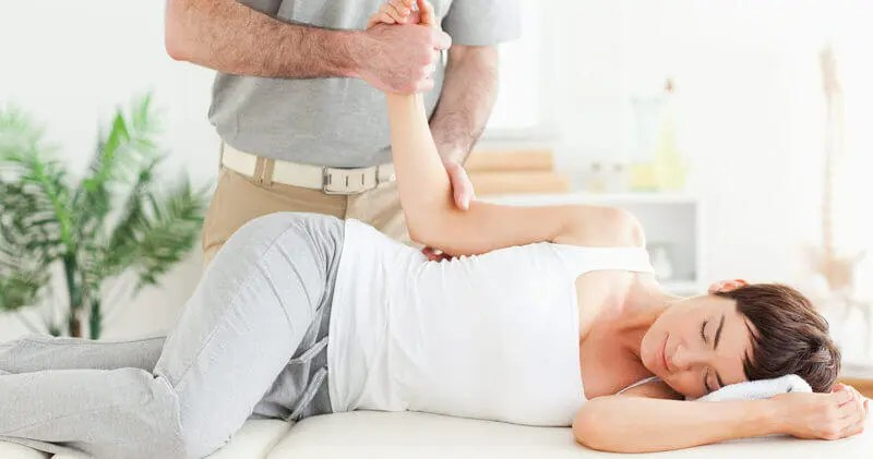 Naperville chiropractor offers back pain relief