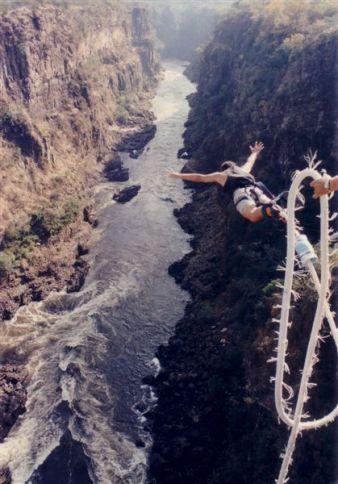 Bill's Bungy Jump, Zambezi Bridge, Victoria Falls, Zambia/Zimbabwe © Spy007au with CCLicense