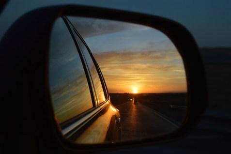 rear-view-mirror-835085_640