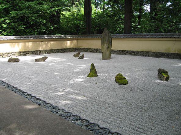 512px-Portland_Japanese_gardens_zen_garden