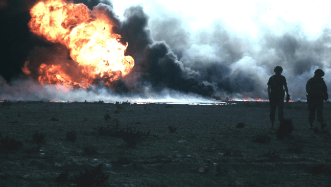 1280px-Kuwait_burn_oilfield