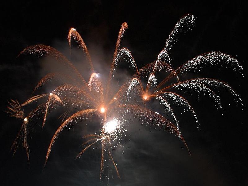 White_bright_fireworks