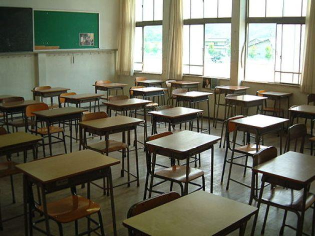 512px-japanese_high_school_classroom