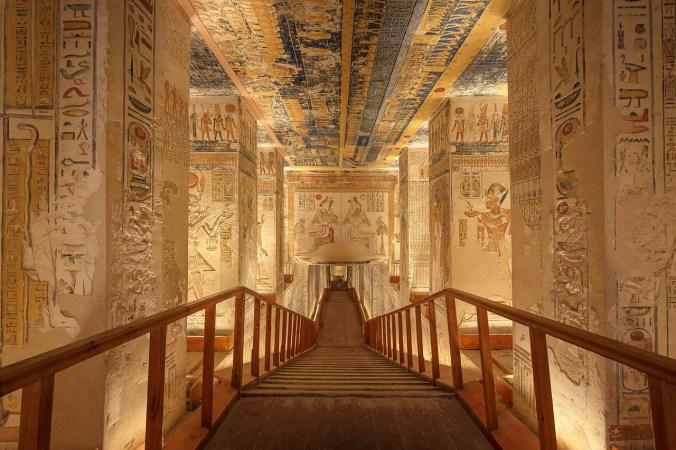 tomb-4300251_1280