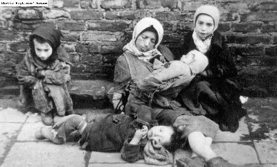 starving family_warsaw