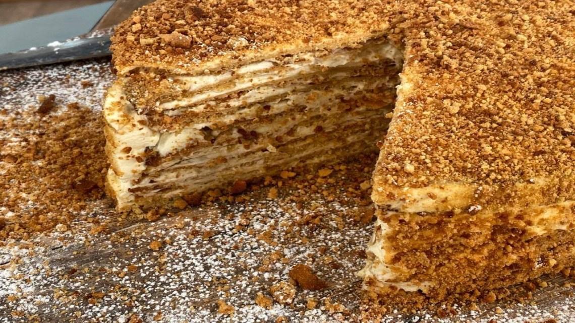 Ρώσικο Κεικ με Καραμελωμένο Μέλι και Κρέμα Λάμπρος Βακιάρος