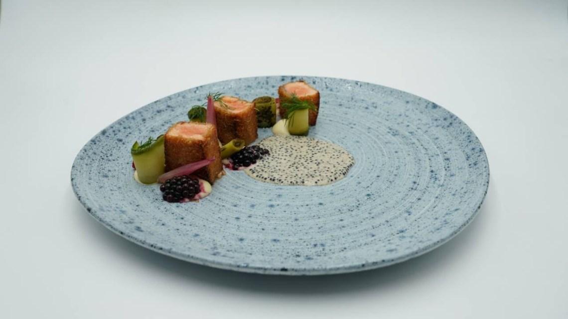 MasterChef 5 | Σολομός με κρούστα κανταϊφι, κρέμα χαβιάρι, λαχανικά και λάδι παστουρμά.