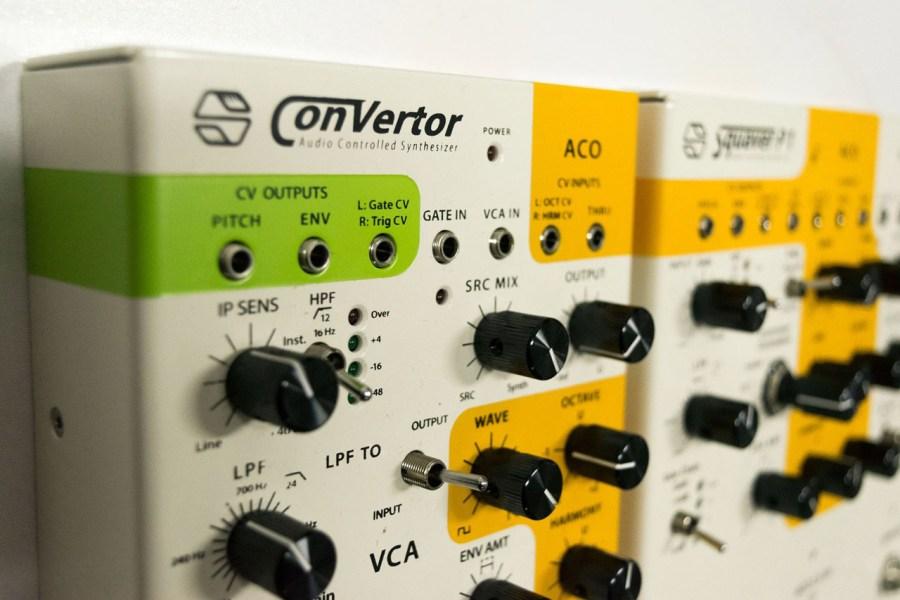 Sonicsmith ConVertor control voltage CV Outputs und Synth-Panel