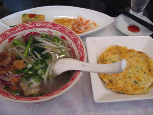 ベトナム料理・XUAN(スアン) ロータスランチ ミニフォー、四万十鶏とウ卵の炒め