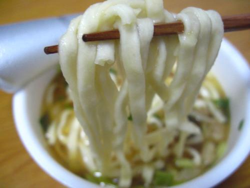 日清のどん兵衛 肉うどん 麺アップ