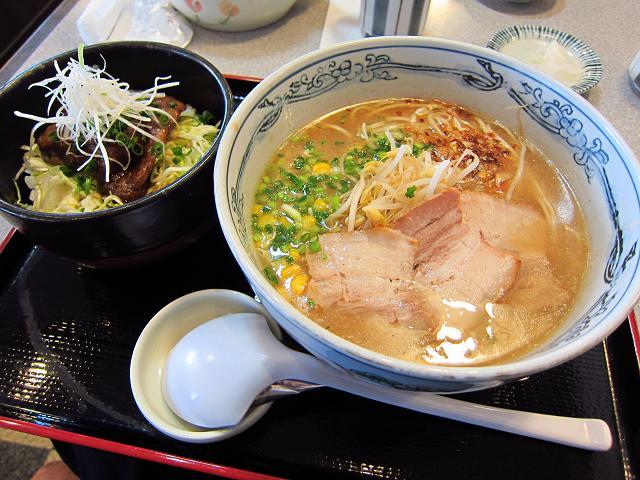 3日目!海辺のレストラン麺どころさつま 黒豚ラーメン&ミニなんこつ丼セット