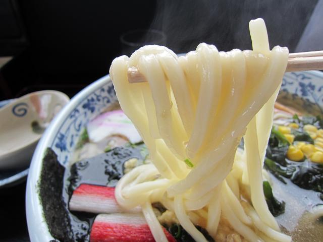 手打うどん十兵衛 ジャンボ十兵衛(三玉) 麺アップ