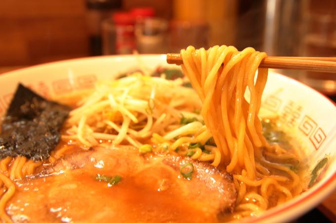中華そば「楽」高知・南国市で徳島ラーメン風の中華そばを食べおおす!