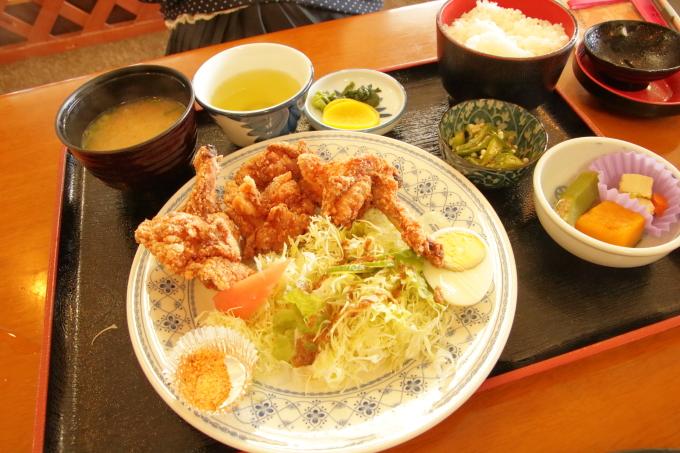 レストラン「かとり」のメニュー「唐揚げ定食」