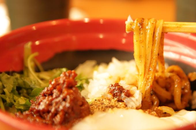 くら寿司 胡麻香る汁なし担々麺の麺