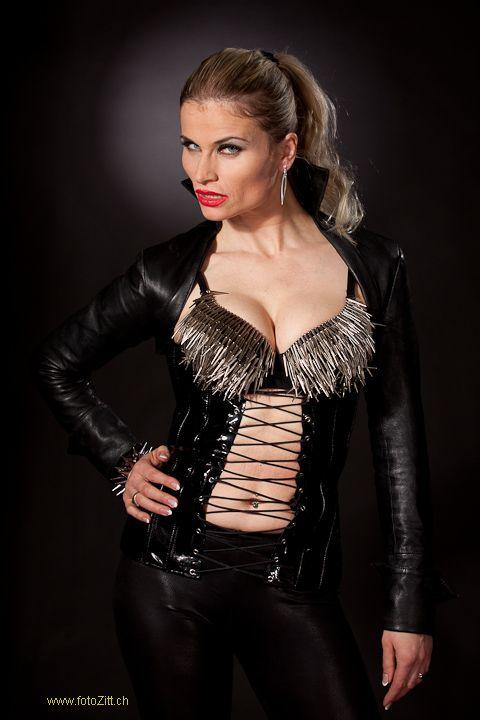 Leder  BDSM Queen Syonera von Styx