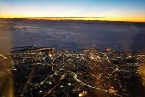 日の入り後の沖縄上空