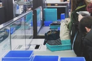 空港の手荷物検査