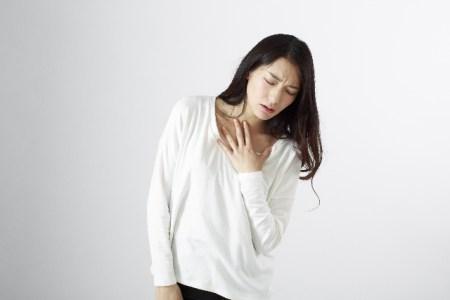 パニック障害の症状【動悸・過呼吸など】と原因と治し方