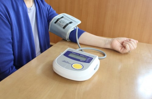高血圧の症状【めまい・頭痛・吐き気】は危険!原因と治療法
