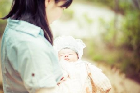 赤ちゃんへの紫外線の影響は?湿疹アレルギー対策グッズは?
