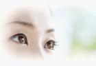 飛蚊症の治療にサプリメントや目薬は有効?効果的な栄養は?