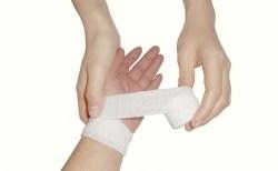 手首の捻挫の完治期間と症状や治療法・リハビリについて