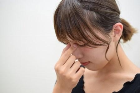 眼精疲労の症状や原因と対策や治し方【効果的なツボは?】