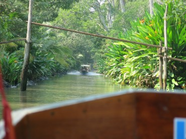 On the waterway to Floating Market ^^