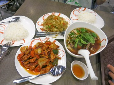 Our lunch at Siam Paragon's food hall.. Yummy with reasonable price!