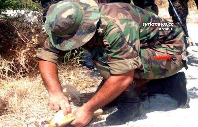 SAA Syrian Army sapper demining explosive device - engineering unit