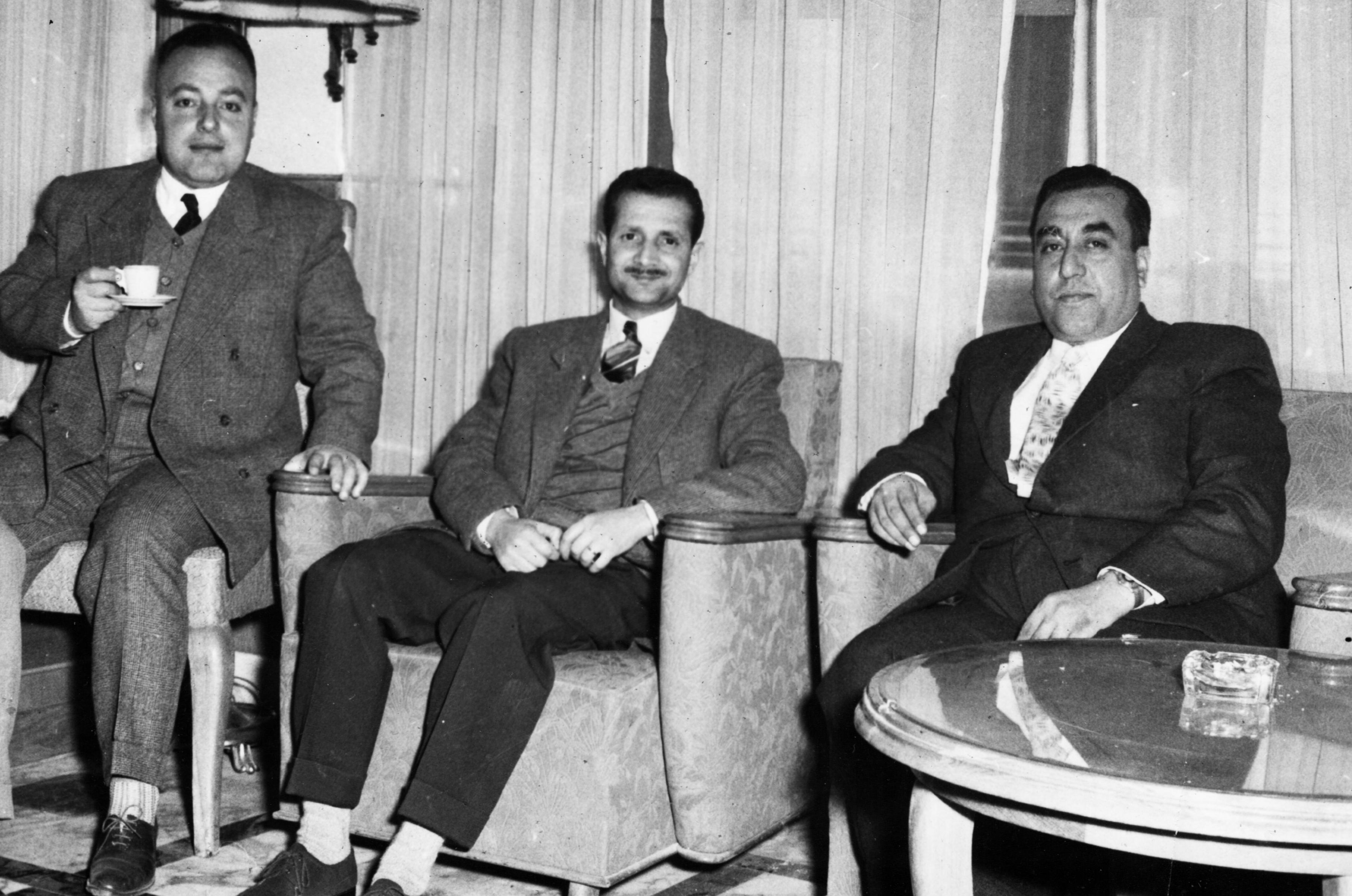 موفق البقاعي في احدى مكاتب وزارة الداخلية