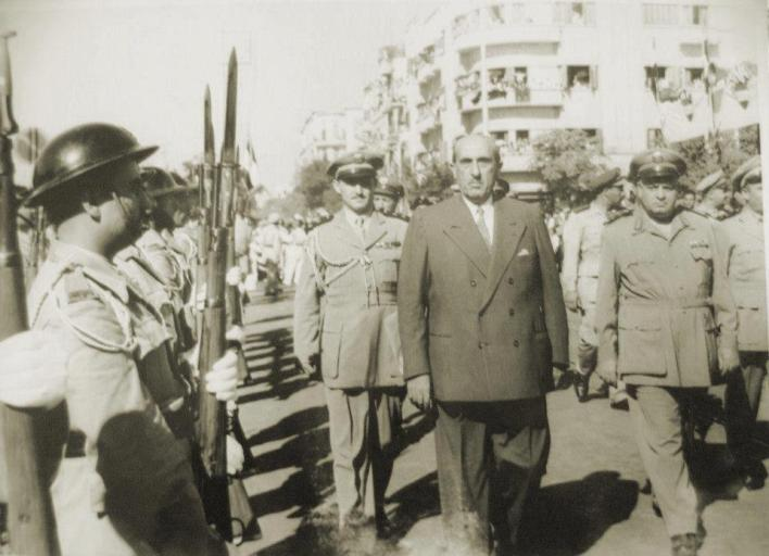 الرئيس شكري القوتلي متجهاً لتوقيع التنازل عن الرئاسة لاتمام الوحدة 1958