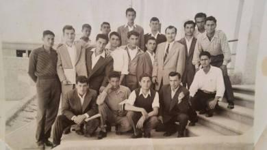 المدرس خالد صوفي وطلابه في مدرسة تجهيز اللاذقية في الخمسينيات