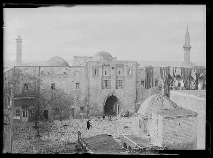 صور تاريخية ملونة - خان الوزير في حلب 1920 - 1923