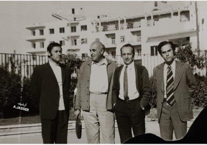 المهندس عبد الرحمن الجاسر مع خبراء تصميم منشآت الري بحوض الفرات عام 1975