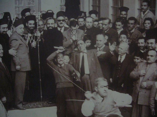 لاعبي السيف والترس يوسف جبور وجبران الشلاح في دار البطريركية الكاثوليكية بدمشق
