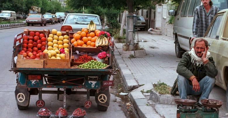 دمشق- بائع فاكهة متجول - منطقة المزرعة عام 1992