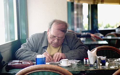 محمد الماغوط فيمقهى البرازيل عام 2000م